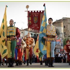 13 giugno, Sbandieratori dei Rioni di Cori13 iunie, Aruncătorii de steaguri din Cori